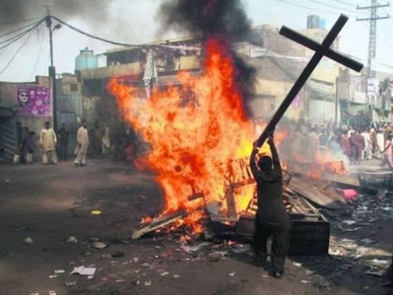 Cristiani-sempre-piu-perseguitati-il-rapporto-di-Aiuto-alla-Chiesa-che-soffre-2015-2017_articleimage.jpg